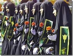iranianas-desfilam-com-fuzis-AK-47-em-Teerã